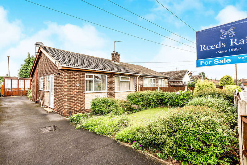 2 Bedrooms Semi Detached Bungalow for sale in Ashbourne Drive, Pontefract, WF8