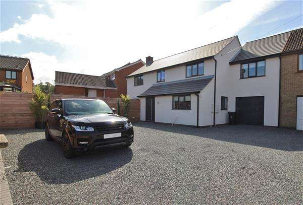 4 Bedrooms Semi Detached House for sale in Laburnum Close, Grantham