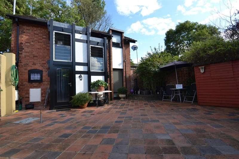 2 Bedrooms Detached House for sale in The Coach House And Annex, Garden Street, Stafford