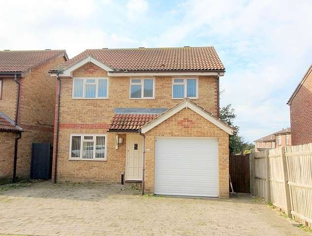 4 Bedrooms House for sale in Abbey Close, BN10