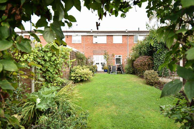 3 Bedrooms Town House for sale in Byland Close, Bromsgrove