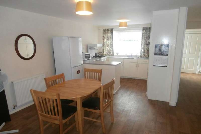 3 Bedrooms Semi Detached House for sale in Blake Close, Hull, HU2