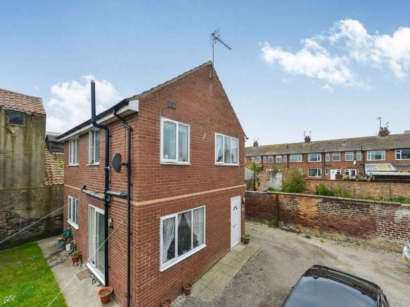 3 Bedrooms Detached House for sale in West Road, Filey, YO14