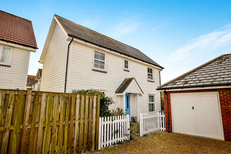 3 Bedrooms Detached House for sale in Sandy Way, Camber, Rye, TN31