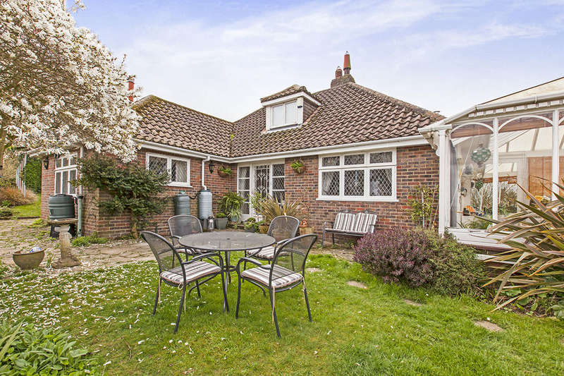 2 Bedrooms Detached Bungalow for sale in New England Lane, Rye, TN31
