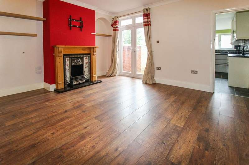 3 Bedrooms Semi Detached House for sale in Gidlow Lane, Wigan, WN6