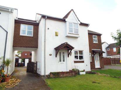 3 Bedrooms Semi Detached House for sale in Fernleigh, Leyland, Lancashire, PR26