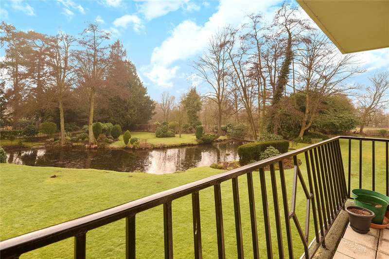 3 Bedrooms Apartment Flat for sale in Old House Court, Church Lane, Wexham, Buckinghamshire, SL3