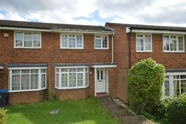 3 Bedrooms Terraced House for sale in Chantry Road, Chessington