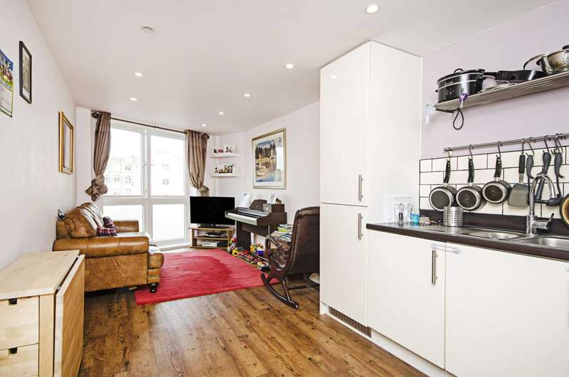 2 Bedrooms Flat for sale in Ramsgate Street, Dalston, E8