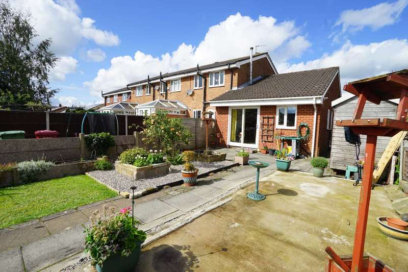 2 Bedrooms Bungalow for sale in Yarrow Grove, Horwich