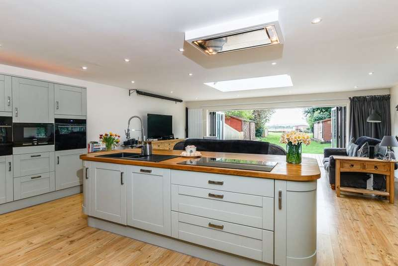 5 Bedrooms Detached House for sale in Harcourt Road, Maidenhead, South Bucks SL6 0DT