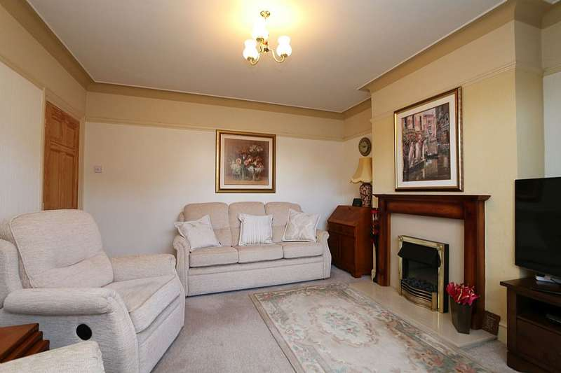 4 Bedrooms Semi Detached House for sale in Westminster Drive, Wrexham, Wrecsam, LL12