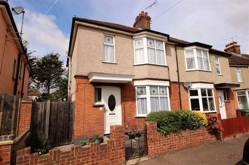 3 Bedrooms Semi Detached House for sale in Oval Gardens, Grays