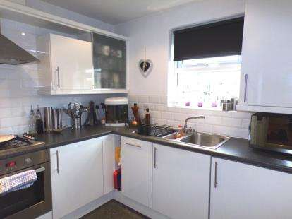 3 Bedrooms Flat for sale in Madison Gardens, Westhoughton, Bolton, Greater Manchester, BL5