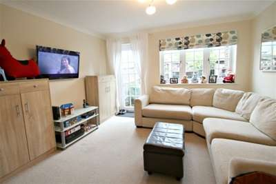 2 Bedrooms House for rent in Chessington, KT9