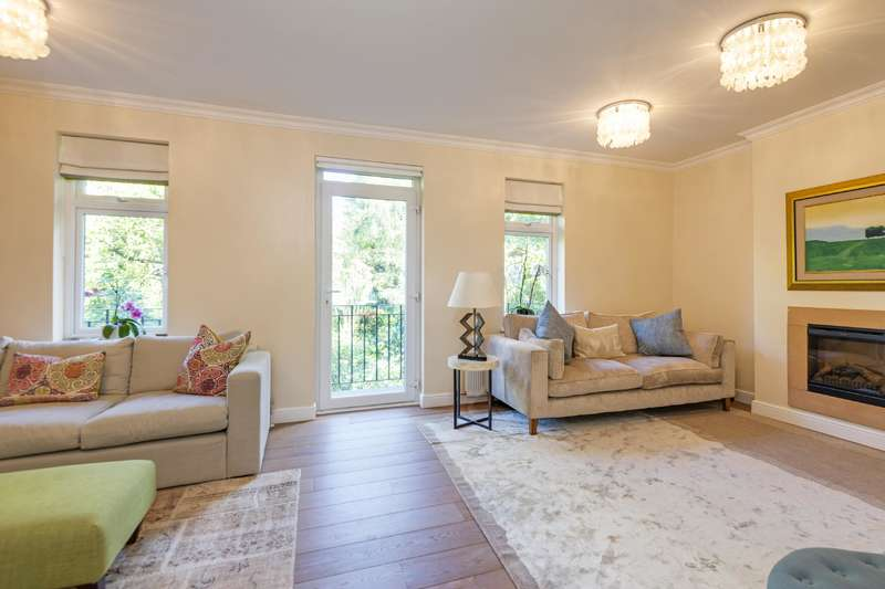 3 Bedrooms Flat for sale in Aldred Road, West Hampstead