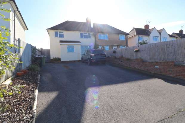 4 Bedrooms Semi Detached House for sale in London Road, Bexhill-on-Sea, TN39