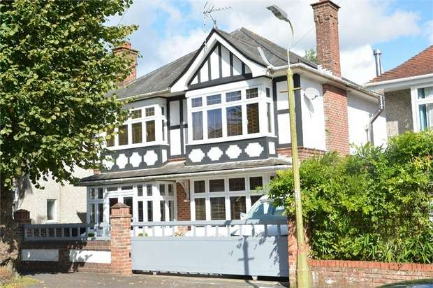 5 Bedrooms Detached House for sale in Bryanstone Road, Bournemouth, Dorset