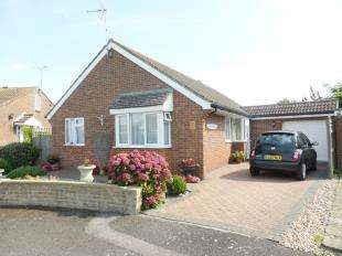 3 Bedrooms Bungalow for sale in Beechwood Close, St. Marys Bay, Romney Marsh