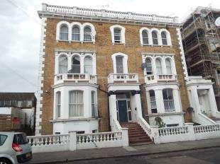 2 Bedrooms Flat for sale in Dalby Square, Margate, Kent
