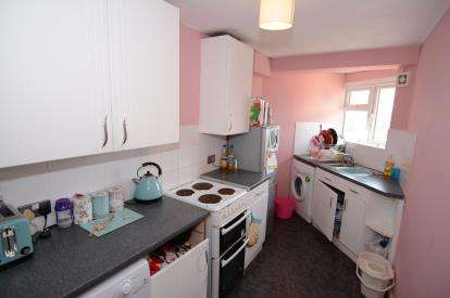 2 Bedrooms Maisonette Flat for sale in Basildon, Essex