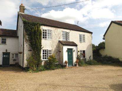4 Bedrooms Detached House for sale in Watton, Thetford, Norfolk