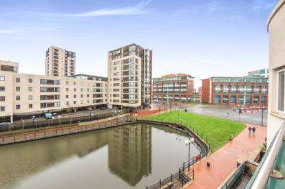 2 Bedrooms Flat for sale in Adventurers Quay, Cardiff Bay, Cardiff