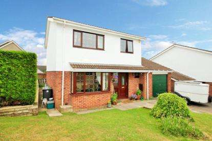 4 Bedrooms Detached House for sale in The Meadows, Hanham, Bristol
