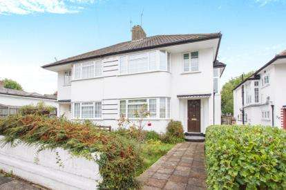 3 Bedrooms Semi Detached House for sale in Farmleigh, Southgate, London, .