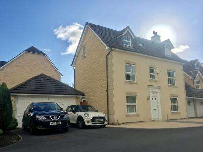5 Bedrooms Detached House for sale in Wentworth Drive, Lancaster, Lancashire, LA1