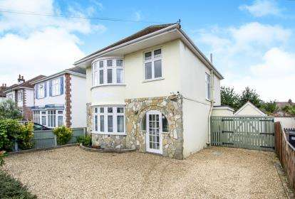 3 Bedrooms Detached House for sale in Boscombe East, Bournemouth, Dorset