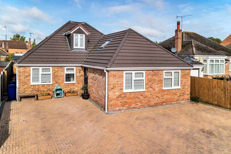 4 Bedrooms Detached Bungalow for sale in Old Stratford