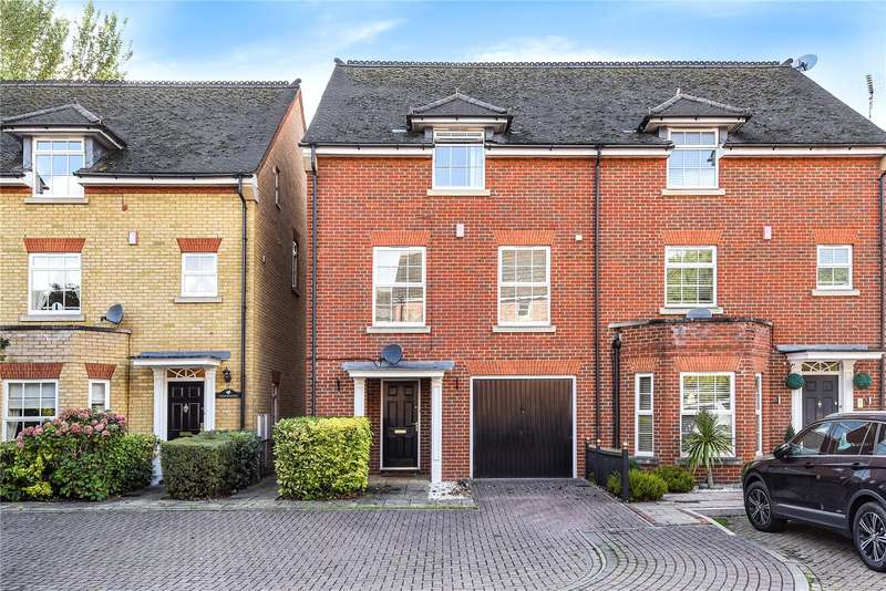 3 Bedrooms Semi Detached House for sale in Carlisle Close, Pinner, Middlesex, HA5