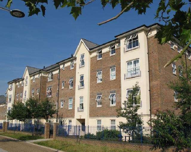 2 Bedrooms Flat for sale in Sandringham Court, Skerne Road, Kingston upon Thames KT2