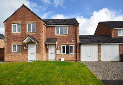 2 Bedrooms Semi Detached House for sale in Darnbrook Drive, Sheffield, South Yorkshire