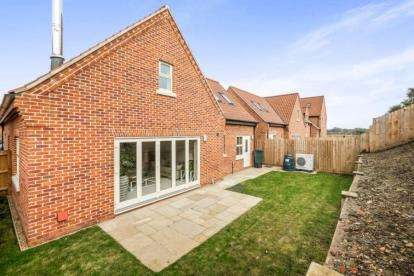 4 Bedrooms Bungalow for sale in Off Old Farm Road, Beccles, Suffolk