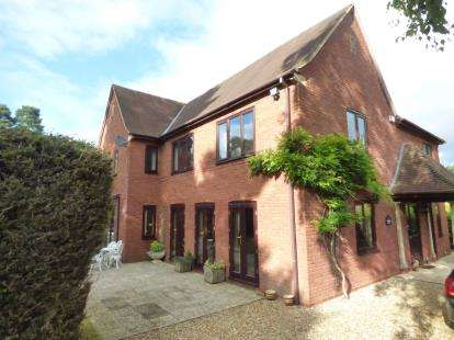5 Bedrooms Detached House for sale in Ashley, Ringwood, Hampshire