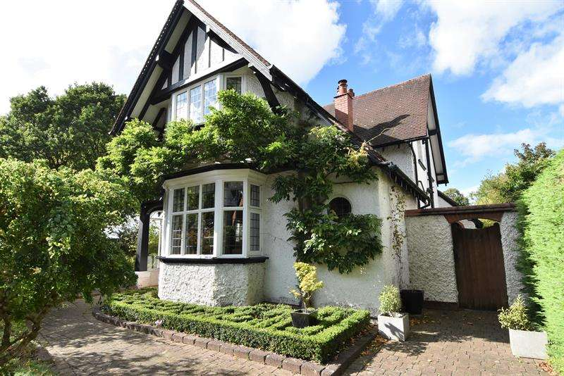 4 Bedrooms Detached House for sale in Mary Vale Road, Bournville, Birmingham