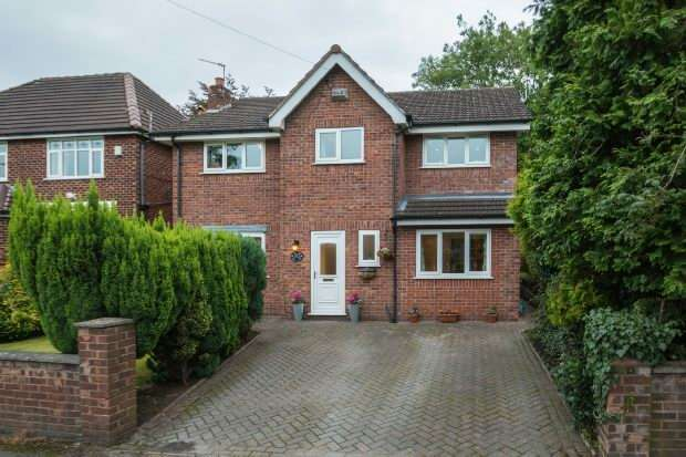 4 Bedrooms Detached House for sale in Woodland Parkway, Timperley