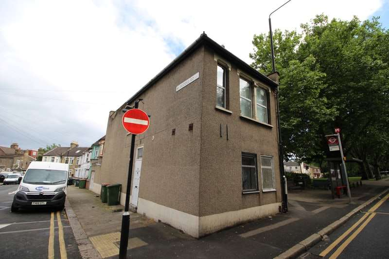 5 Bedrooms Link Detached House for sale in Upper Road, London, London, E13