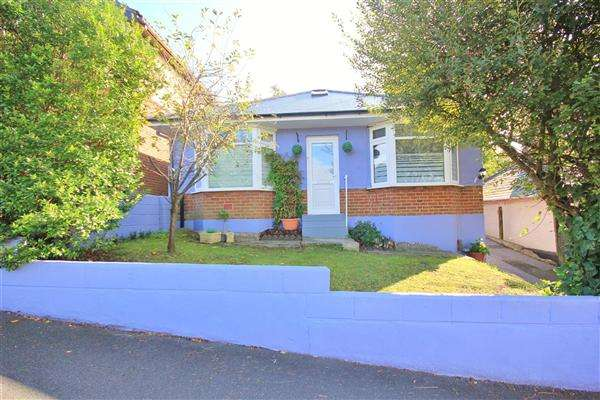 2 Bedrooms Bungalow for sale in Livingstone Road, Poole
