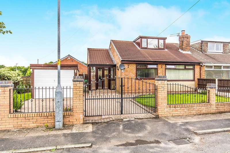 3 Bedrooms Semi Detached Bungalow for sale in Moorside Lane, Denton, Manchester, M34