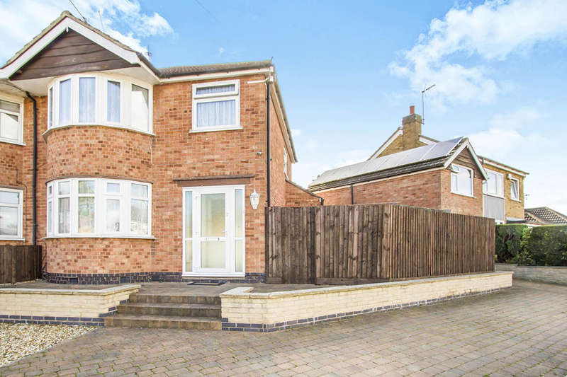 3 Bedrooms Semi Detached House for sale in Brixham Drive, Wigston, LE18