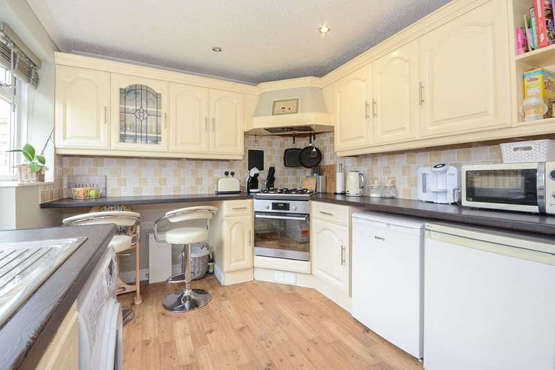 2 Bedrooms Terraced House for sale in Ryemoor Road, Haxby, York, YO32