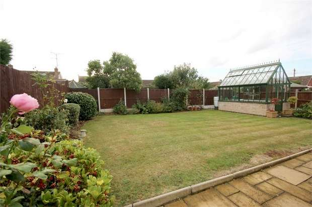2 Bedrooms Detached Bungalow for sale in Burnham Road, Springfield, Chelmsford, Essex