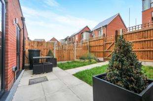 3 Bedrooms House for sale in Fullwell Avenue, Ilford, Essex