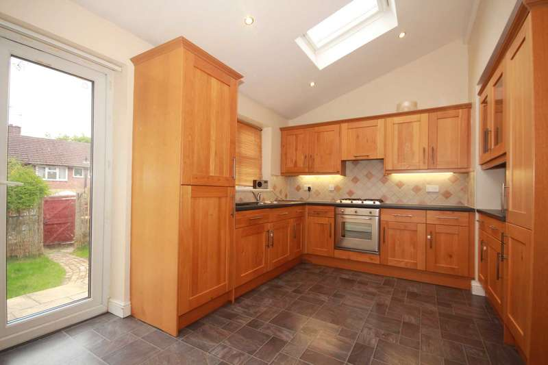 3 Bedrooms Terraced House for sale in EXTENDED 3 BED in Chambersbury Lane HP3. NO UPPER CHAIN.