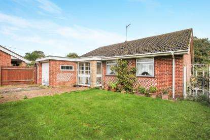 3 Bedrooms Bungalow for sale in Common Road, Kensworth, Bedfordshire, England