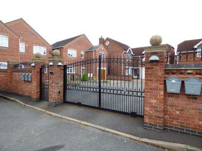 4 Bedrooms Detached House for sale in Oak Tree Court, Polesworth, Warwickshire